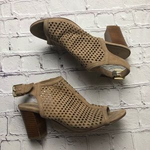 Unisa Pryce sandal stacked wood laser cut size 7.5